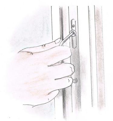 Renowacja drewnianych okien - regulacja okuć