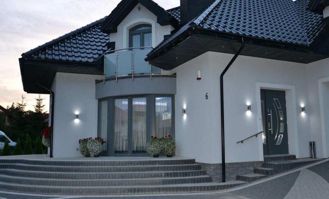 lampy zewnętrzne przed dom