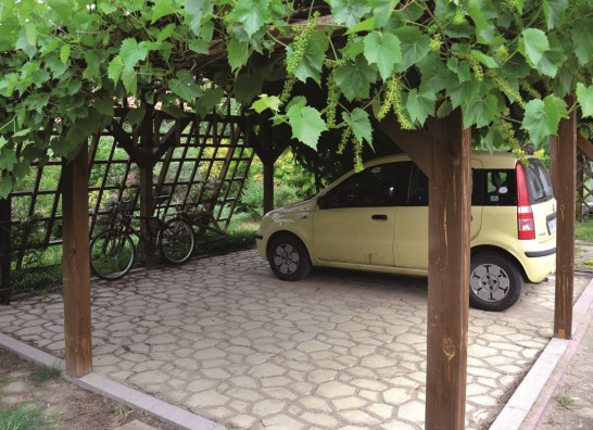 Dobudowa wiaty garażowej - nawierzchnia, konstrukcja i zadaszenie