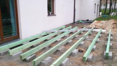 Побудова дерев'яної тераси: укладання конструкцій з брусів, захищених просоченням