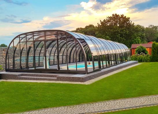 Zadaszenie basenowe - jak wybrać i co wybrać, by cieszyć się latami, a nie żałować...