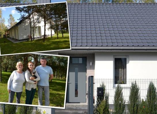 Dom z prostą bryłą dla małżeństwa i seniorki