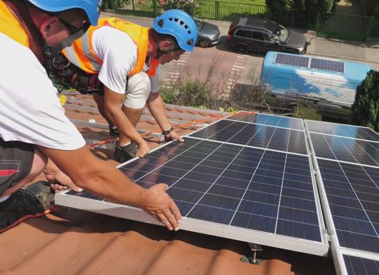 Sprawdzamy: co różni kolektory i ogniwa PV i czy instalacje są opłacalne